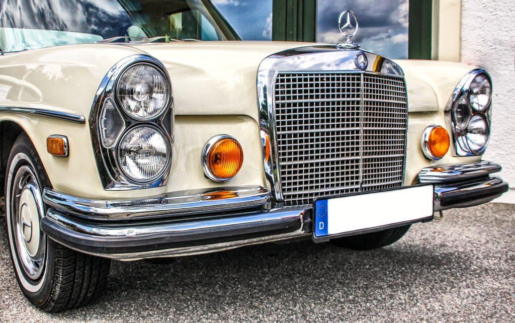 Mercedes-Benz S-Klasse (W108) en af de veteranbiler der anbefales i artiklen, og som Classic Star Club ApS lagerføre.